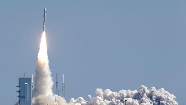 Start nosné rakety Atlas V - Sputnik Česká republika