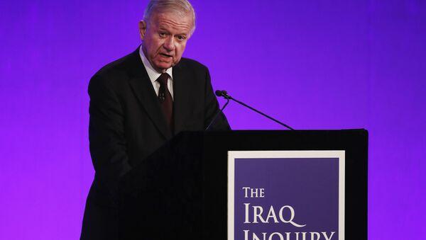 Šéf nezávislé komise vyšetřující příčiny a okolnosti vstupu britských vojsk do Iráku v roce 2003 John Chilcot - Sputnik Česká republika