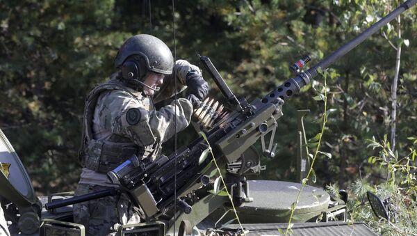 Dánský voják během cvičení Silver Arrow v Lotyšsku - Sputnik Česká republika