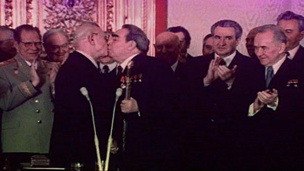 Den polibků: Jak Leonid Brežněv vítal vážené hosty - Sputnik Česká republika
