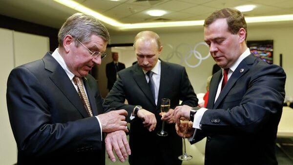 Thomas Bach, Vladimir Putin a Dmitrij Medveděv v Soči - Sputnik Česká republika
