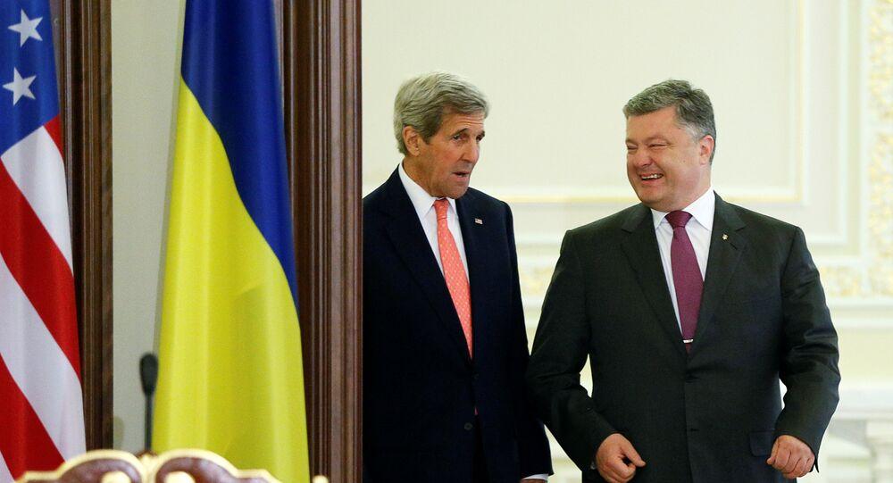 John Kerry a Petro Porošenko