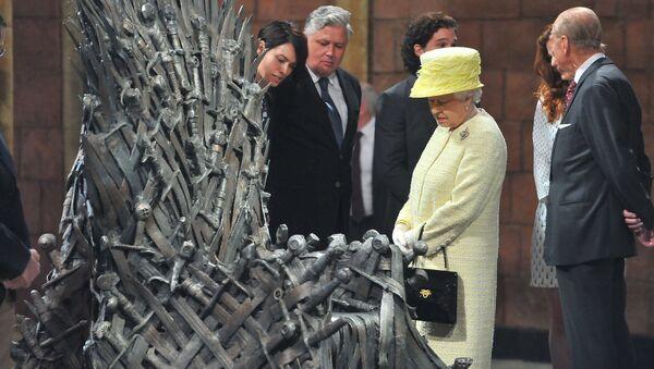 Alžběta II. vedle železného trůnu - Sputnik Česká republika