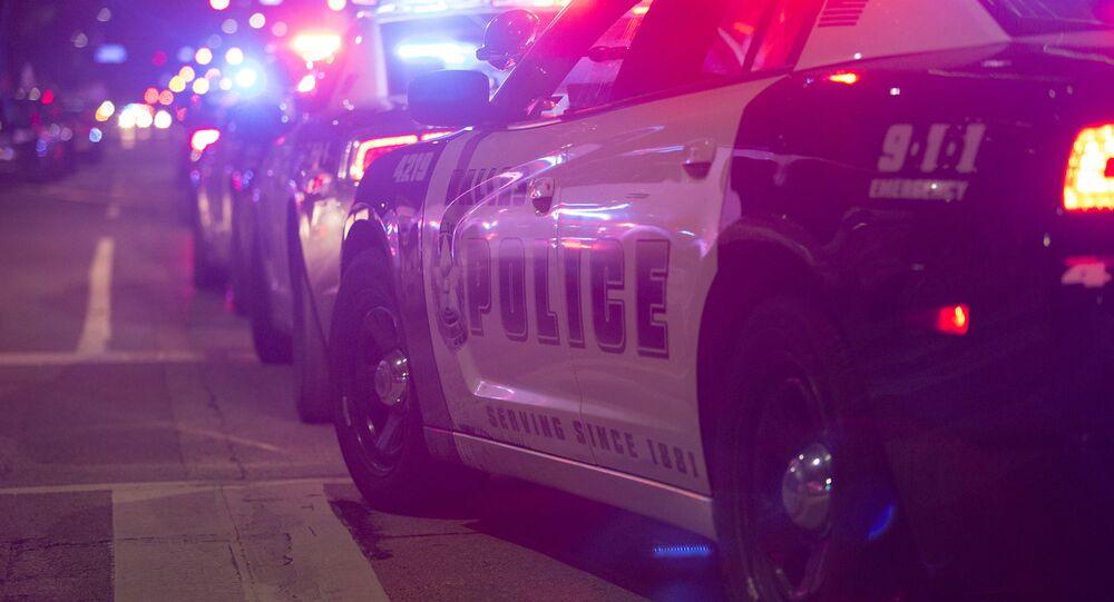 Policie na místě střelby v Dallasu