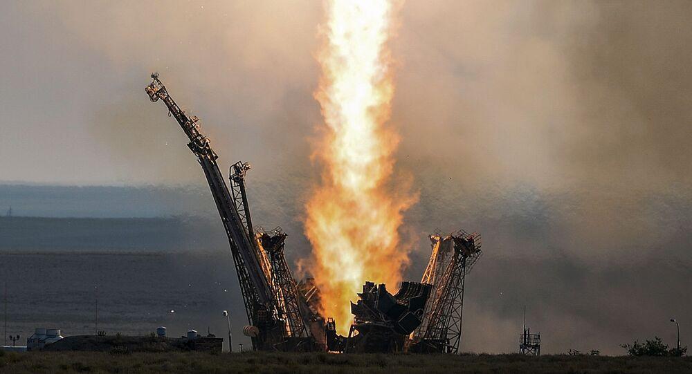 Start nosné rakety Sojuz-FG  s dopravní řízenou lodí Sojuz MS z kosmodromu Bajkonur