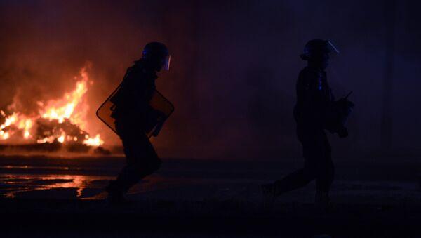 Po finálovém fotbalovém utkání začaly v Paříži nepokoje - Sputnik Česká republika