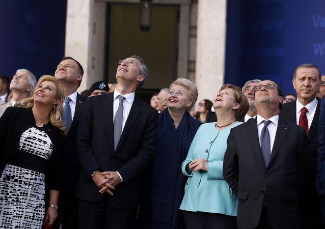 Prezidenti členských zemí NATO a generální tajemník NATO