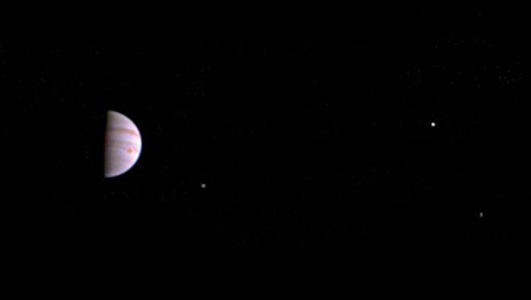 Sonda Juno odeslala první snímek Jupiteru po vstupu na jeho orbitu - Sputnik Česká republika