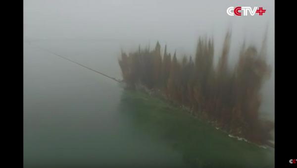 V Číně odstřelili několik kilometrů dlouhou hráz, aby snížili úroveň vody. - Sputnik Česká republika