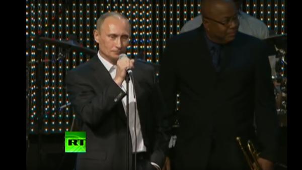 Vladimir Putin zazpíval píseň Blueberry Hill - Sputnik Česká republika