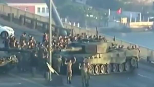 Na internetu se objevilo video, jak se vzbouřenci v Istanbulu vzdávají úřadům - Sputnik Česká republika