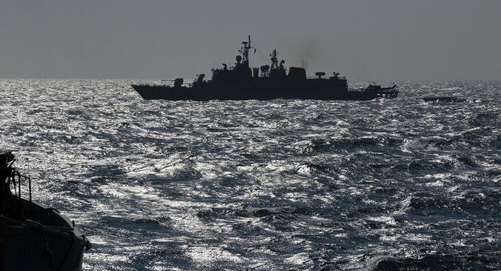 Turecká fregata Turgutreis v Černém moři