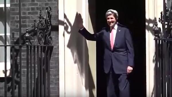 John Kerry se pokusil vejít do zavřených dveří na Downing Street. - Sputnik Česká republika