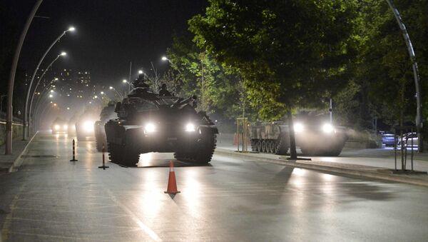 Turecké tanky v noci převratu v Ankaře - Sputnik Česká republika