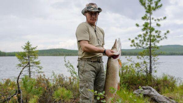 V roce 2011 přiznal Vladimir Putin během rozhovoru s americkým časopisem OutdoorLife, že lov má právo na existenci jako tradice, hobby nebo způsob získávání obživy, ale podotkl, že není vyznavačem takového typu odpočínku a dává přednost rybaření. - Sputnik Česká republika