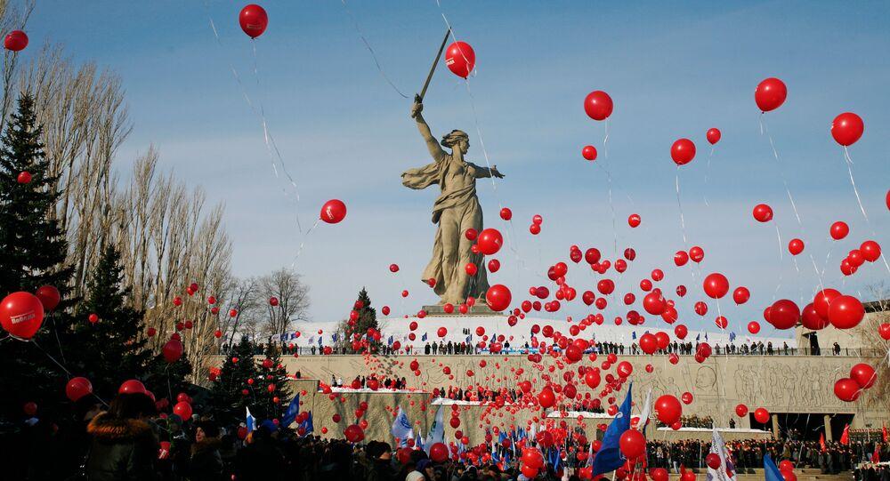 Matka Vlast volá - monumentální socha stojící nad Volgogradem
