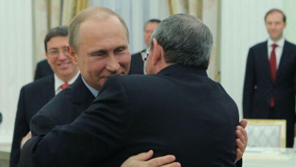 Vladimir Putin se v Kremlu setkal s Raúlem Castrem - Sputnik Česká republika