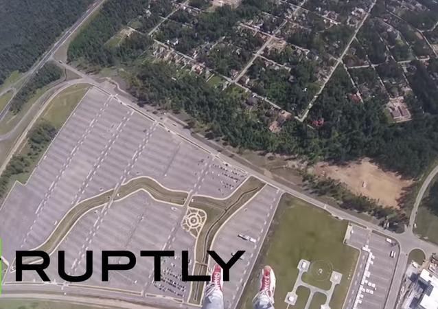 Skok s padákem na přesnost přistání. VIDEO