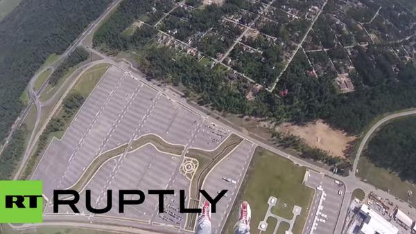 Skok s padákem na přesnost přistání. VIDEO - Sputnik Česká republika