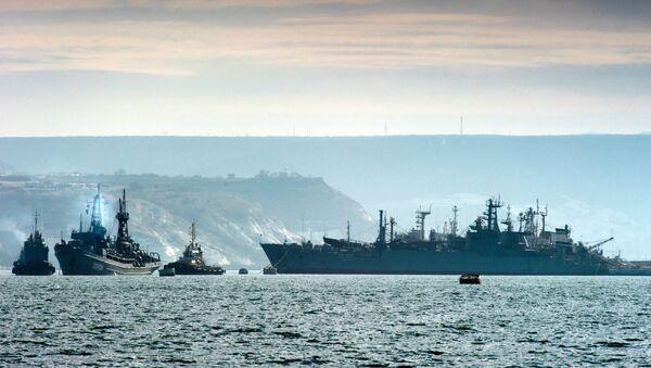 Lodě Černomořské flotily nedaleko Sevastopolu - Sputnik Česká republika