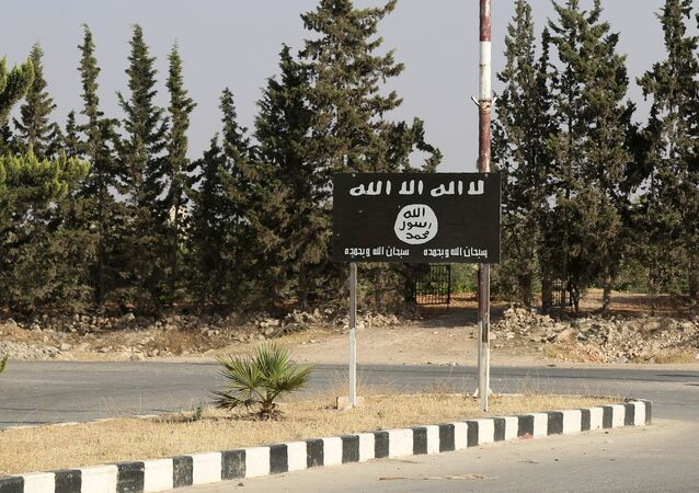 Vlajka IS v syrském městě Manbij