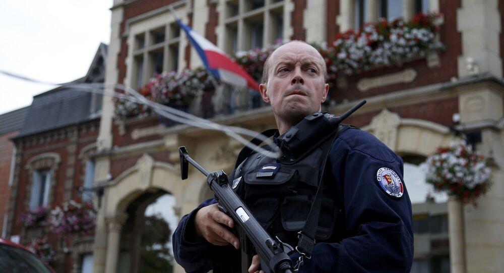 Francouzský policista v Saint-Etienne-du-Rouvray