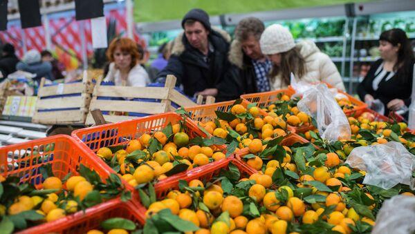 Turecké ovoce v ruském obchodu - Sputnik Česká republika
