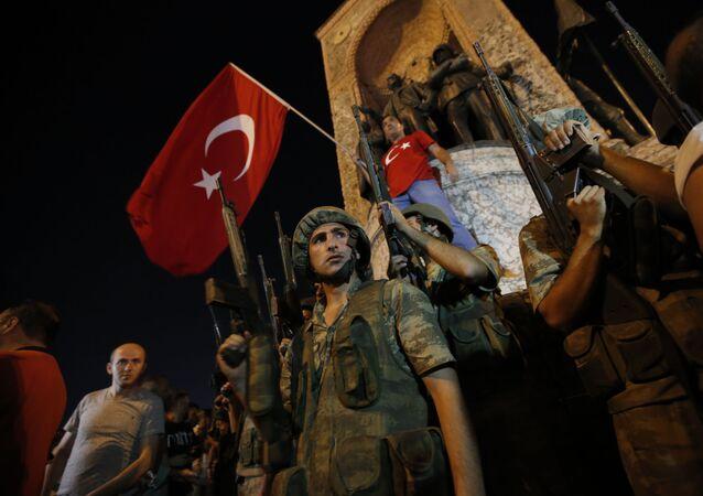Turečtí vojáci, kteří podpořili Erdiogana v noc převratu