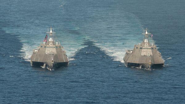 Lodě pobřežní hlídky USS Independence (LCS 2) a USS Coronado (LCS 4) - Sputnik Česká republika