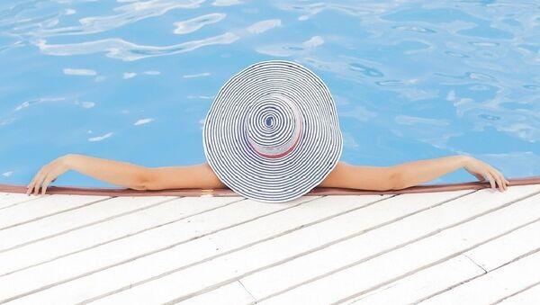 Dívka v bazénu - Sputnik Česká republika