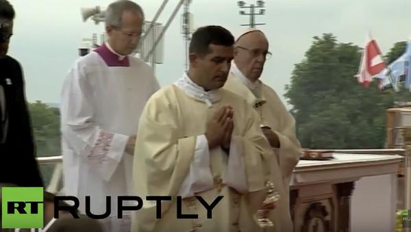 Papež František ztratil během mše v Polsku vědomí - Sputnik Česká republika