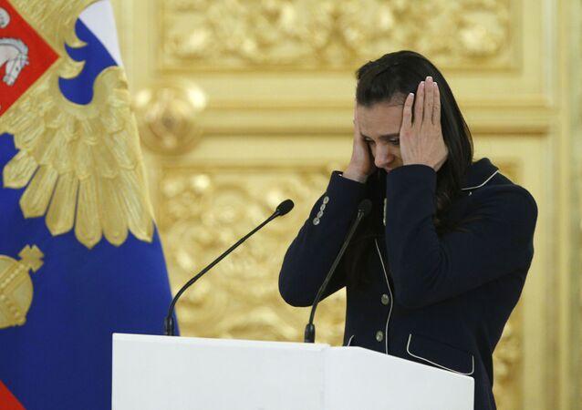 Dvojnásobná olympijská mistryně Jelena Isinbajevová během schůzky s ruským prezidentem Vladimirem Putinem v Kremlu
