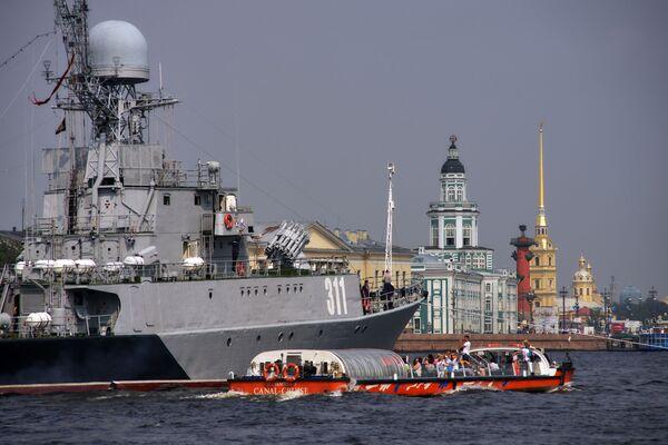 Přehlídky se zúčastní 16 lodí Leningradské vojenské námořní základny Baltské flotily - Sputnik Česká republika