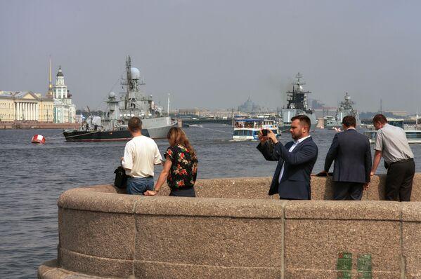 Den Vojenských námořních sil se v Rusku každoročně slaví poslední červencovou neděli - Sputnik Česká republika