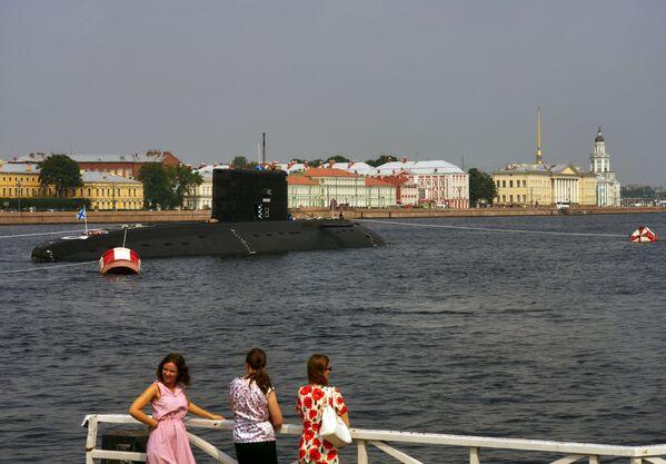 Diselně-elektrická ponorka Krasnodar na řece Něvě - Sputnik Česká republika