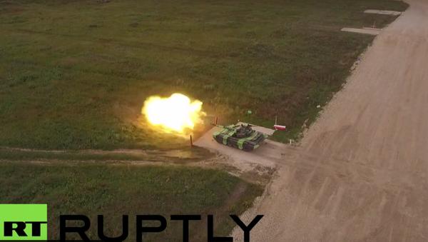 Bezpilotní letadlo natočilo tankový biatlon na Armádních hrách v Alabinu - Sputnik Česká republika