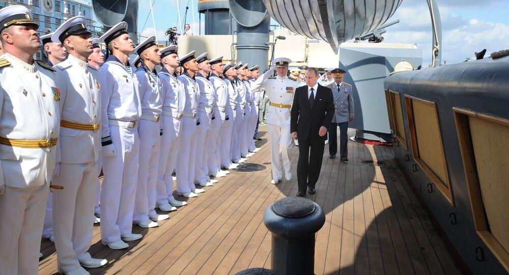 Vladimir Putin na křižníku Aurora