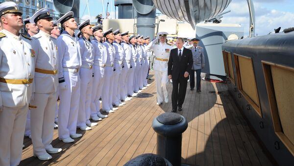 Vladimir Putin na křižníku Aurora - Sputnik Česká republika