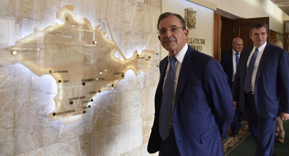 Francouzský poslanec Thierry Mariani během návštěvy na Krymu. Archívní foto