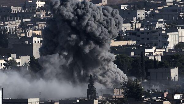 Letecký útok koalice v Ajn al-Arabu, Sýrie - Sputnik Česká republika