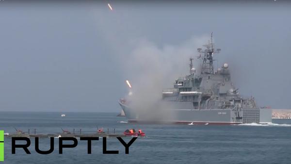 Vojenská přehlídka v Den ruského námořnictva v Sevastopolu - Sputnik Česká republika