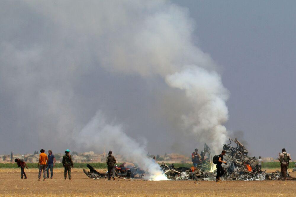 Na místě pádu ruského vrtulníku Mi-8 v Sýrii