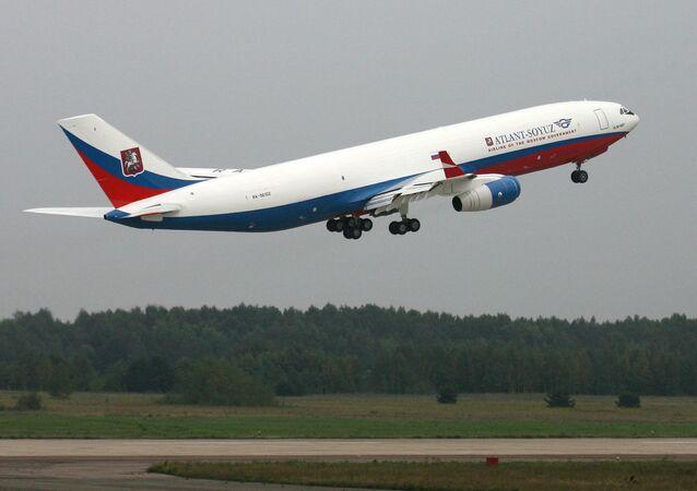 Ministerstvu obrany RF předali letadlo IL-96-400 se speciálním vybavením.