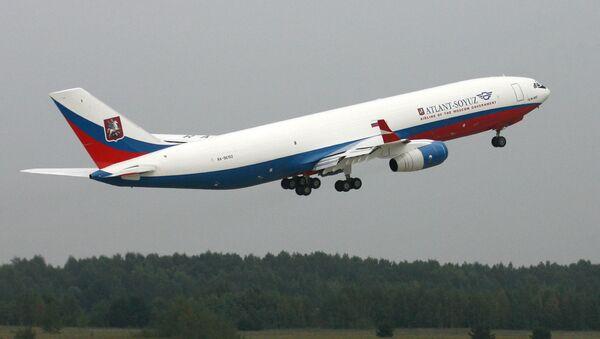 Ministerstvu obrany RF předali letadlo IL-96-400 se speciálním vybavením - Sputnik Česká republika