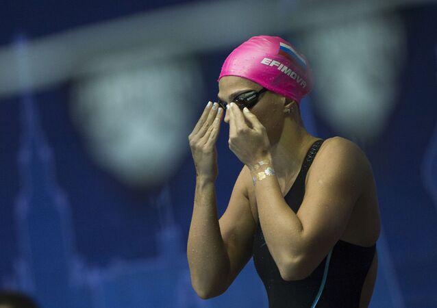 Ruská plavkyně Julie Jefimovová.