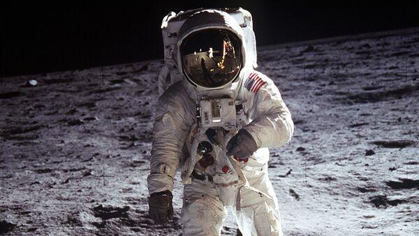 Neil Armstrong a Buzz Aldrin - Sputnik Česká republika