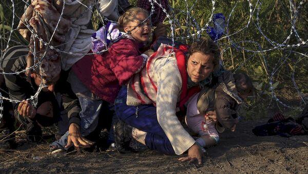 Syrští uprchlíci na srbsko-maďarské hranici - Sputnik Česká republika