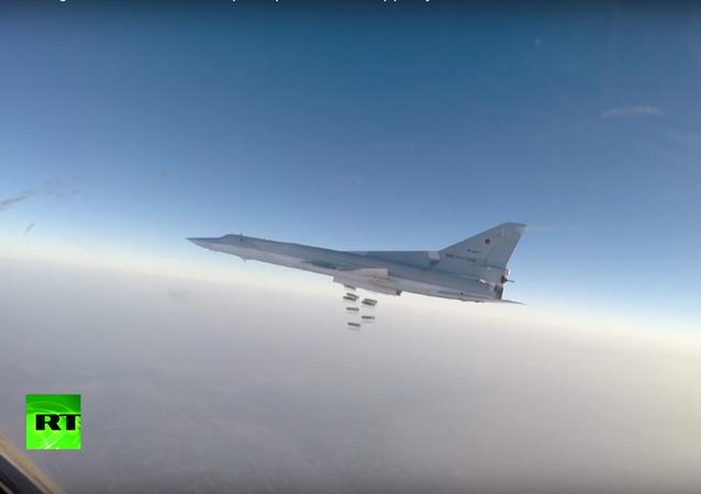 Ruské bombardéry zničily závod na chemické zbraně v okolí Rakky