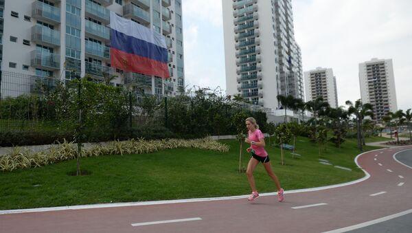 Ruská vlajka na Olympijské vesnici v Riu - Sputnik Česká republika