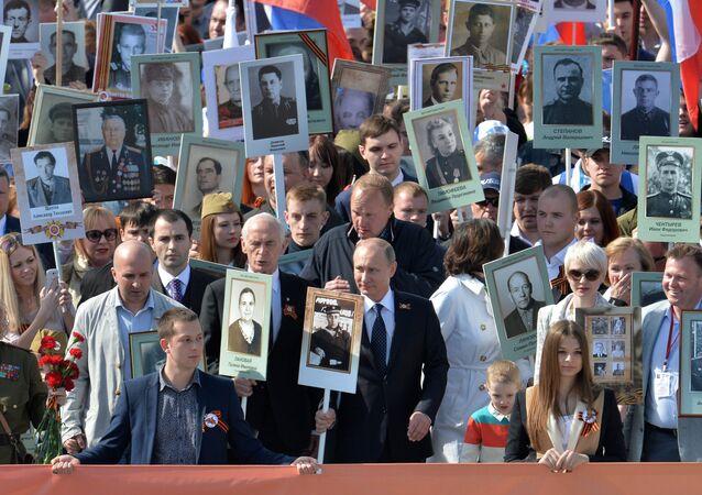 Vladimir Putin jde v čele Nesmrtelného pluku
